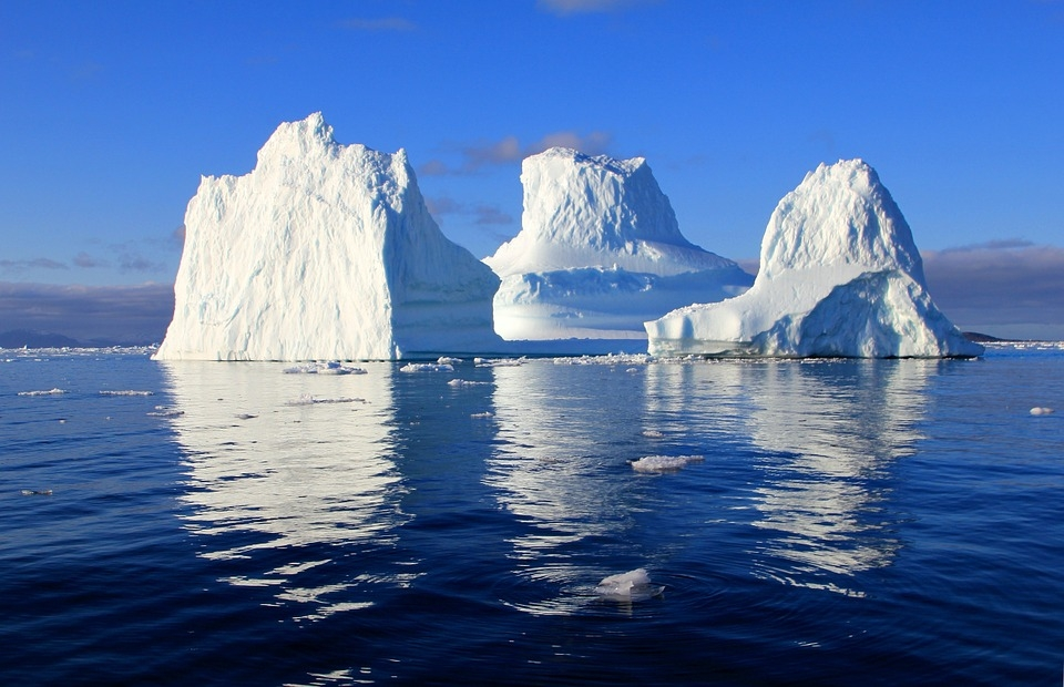 iceberg_471549_960_720_rechtenvrij_Free_photo_Iceberg_Water_Sea_Mirroring_Free_Image_on_Pixabay_....