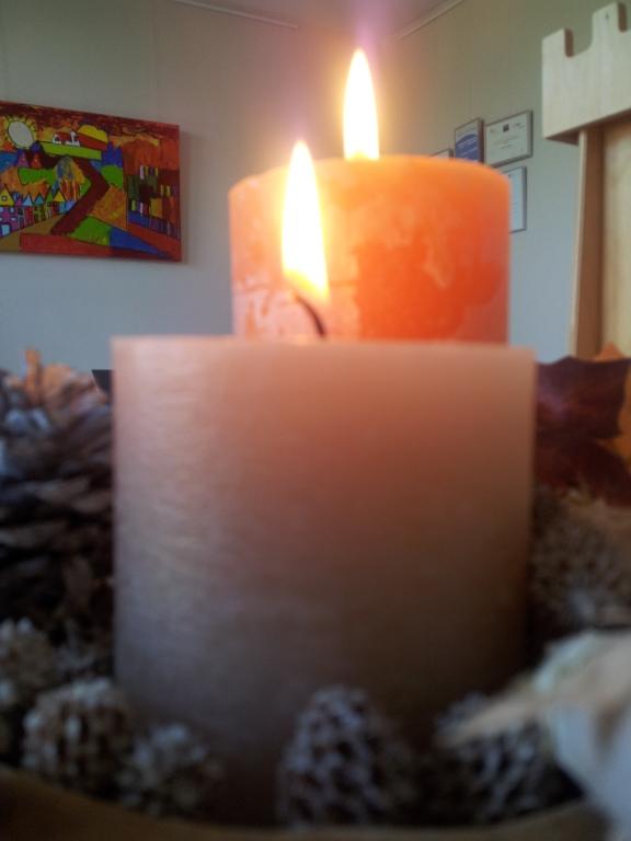 Kaarsen branden - Foto: Jeanne van Mierlo