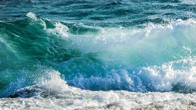 waves_1308391_640.jpg